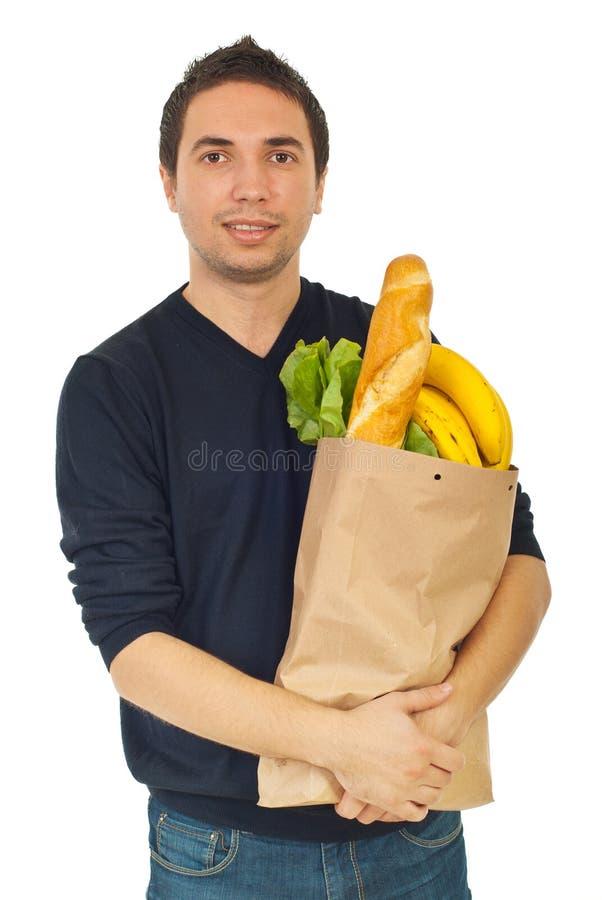 Junge männliche Einkaufenlebensmittelgeschäfte stockfoto