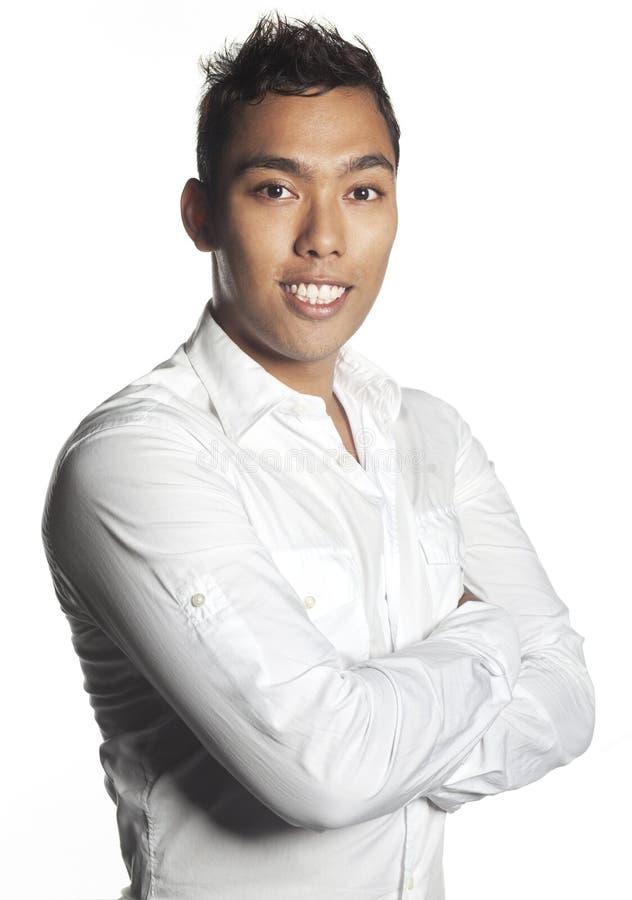 Junge malaysische Executivarbeitskraft im weißen Hemd lizenzfreie stockbilder