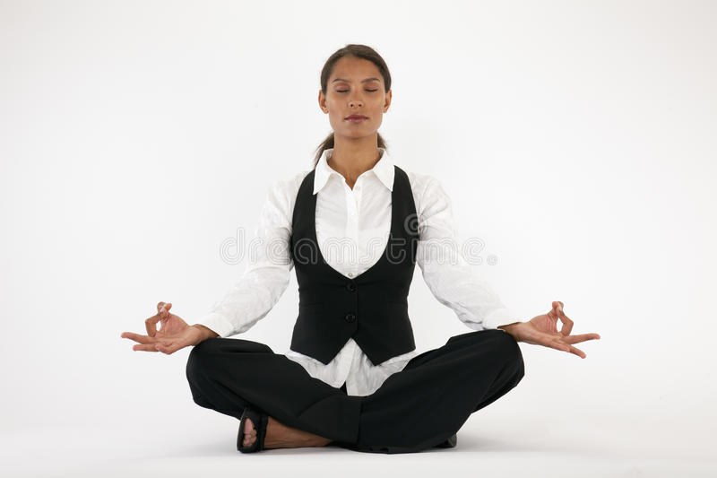 Junge meditierende Frau lizenzfreies stockfoto
