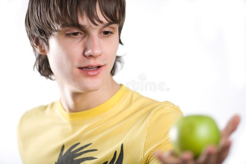 Junge mit Apfel stockbilder