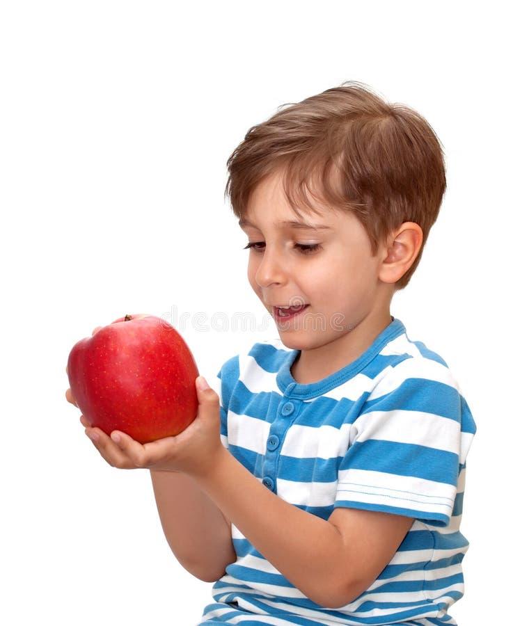 Junge mit Apfel lizenzfreies stockbild