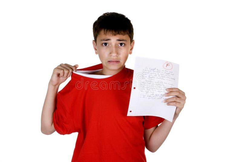 Junge mit ausfallen Grad lizenzfreie stockbilder