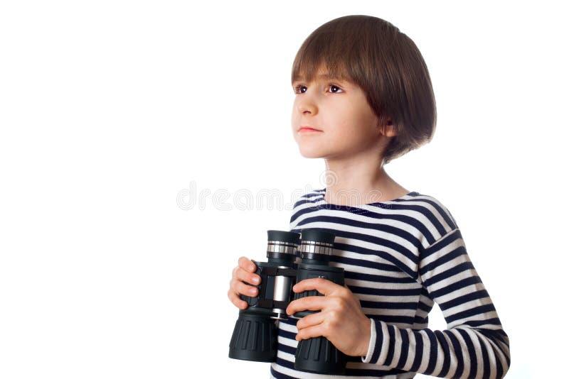 Junge mit binokularem lizenzfreie stockbilder