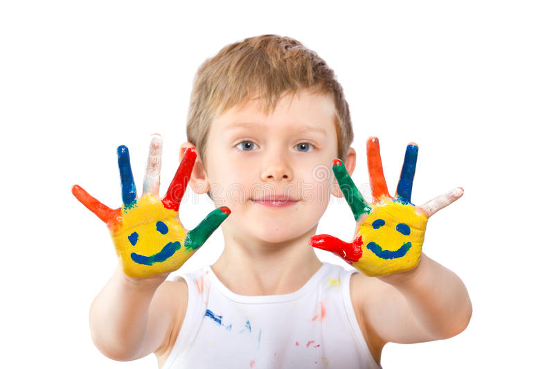 Junge mit den Händen in der Farbe auf Weiß stockfoto