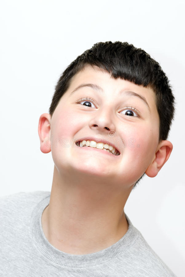 Junge mit einem Lächeln stockbild