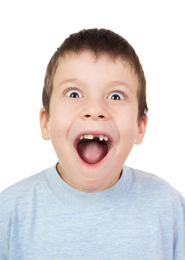 Junge mit einem offenen Mund des verlorenen Zahnes stockfotos