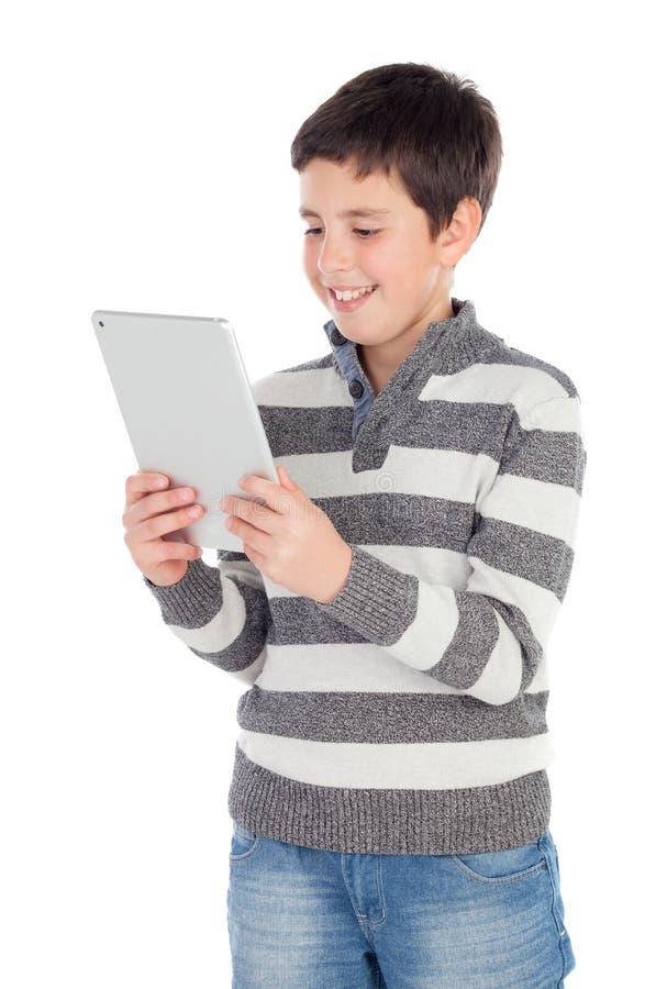 Junge mit einer Tablette stockbild