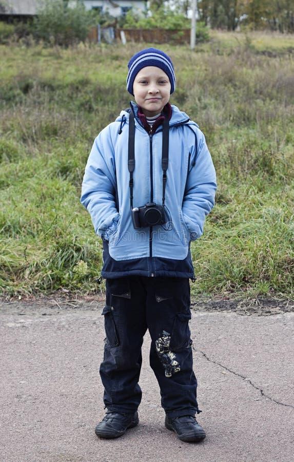 Junge mit Kamera stockfoto