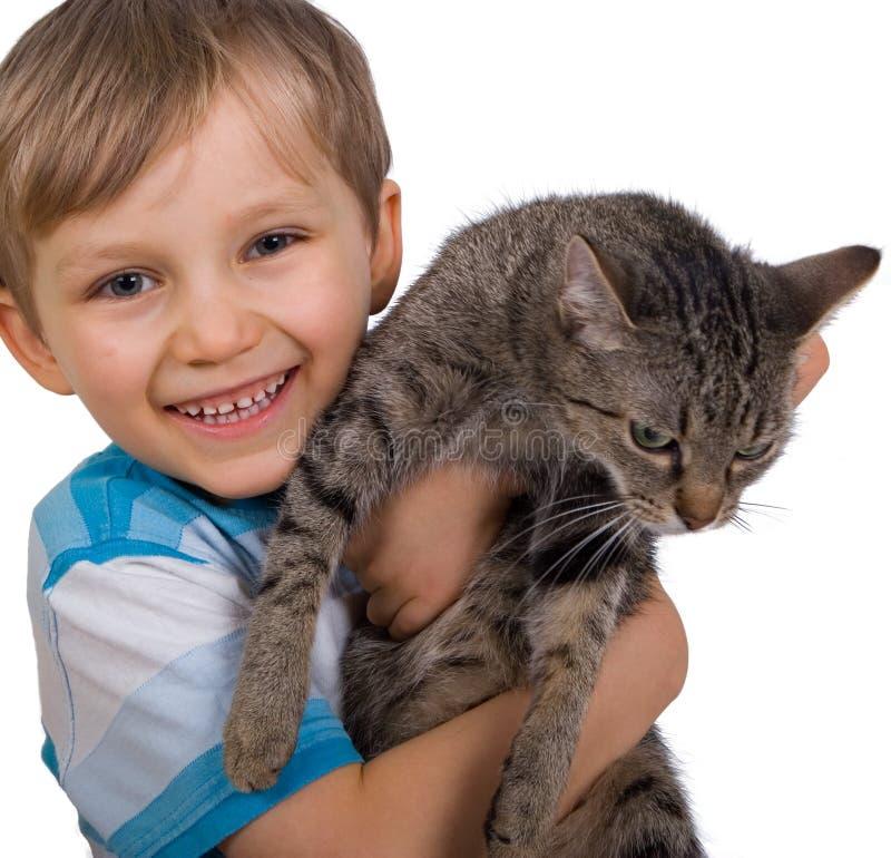 Junge mit Katze lizenzfreies stockbild