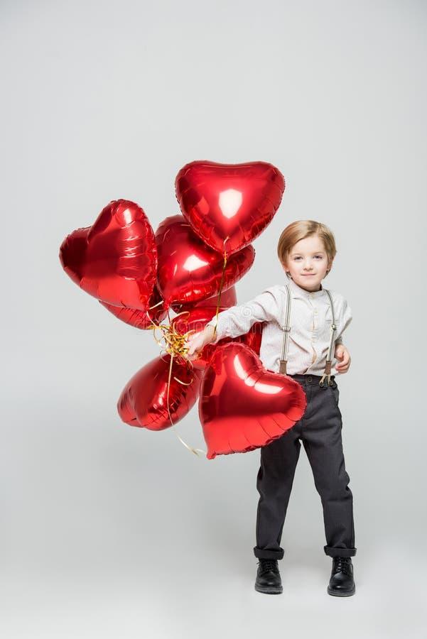 Junge mit Luftballonen lizenzfreie stockbilder