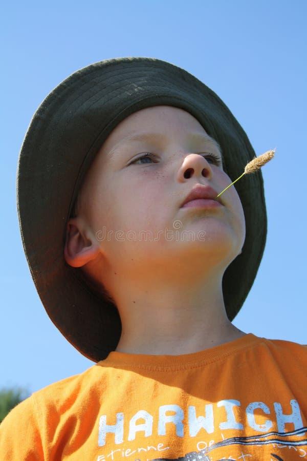 Junge Mit Maisstiel Im Mund Lizenzfreie Stockbilder