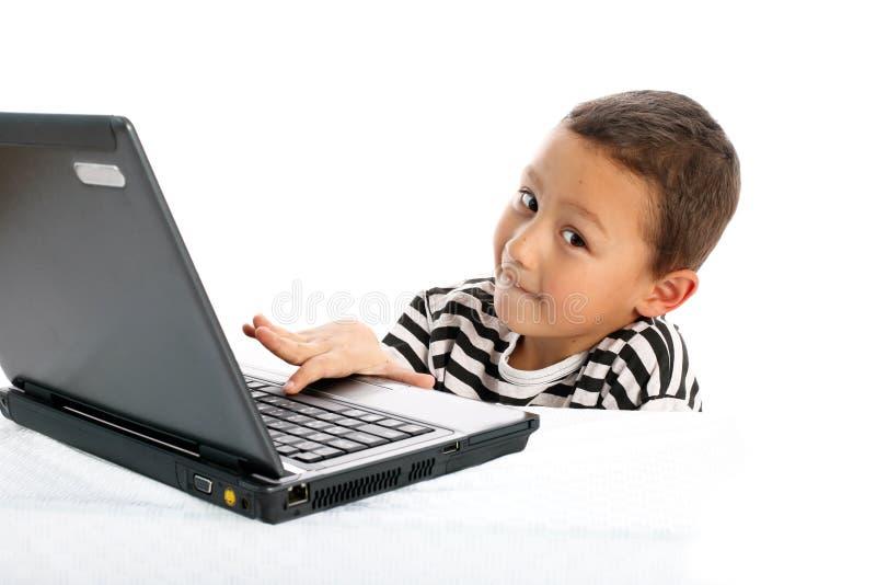 Junge mit Notizbuch stockbilder