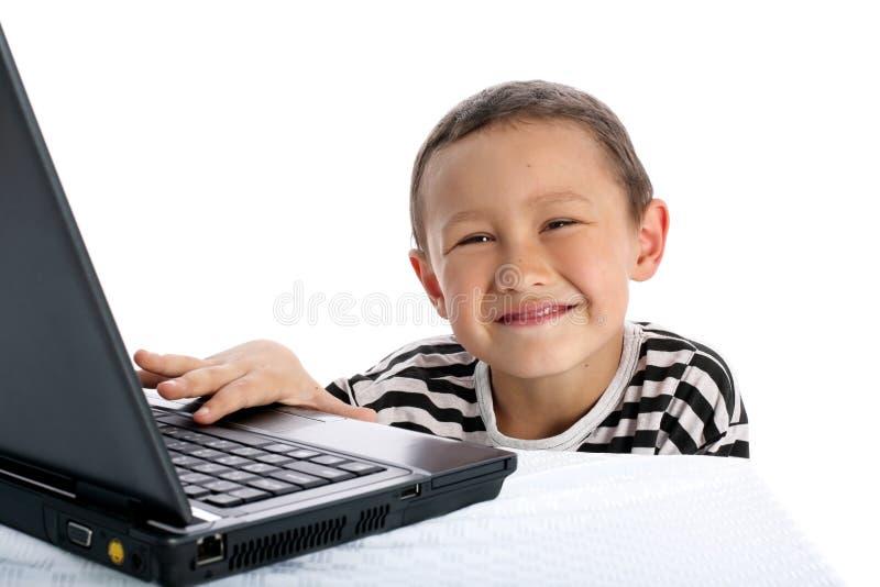 Junge mit Notizbuch lizenzfreie stockfotos