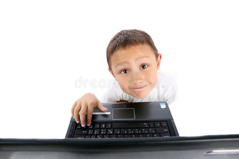 Junge mit Notizbuch lizenzfreie stockbilder