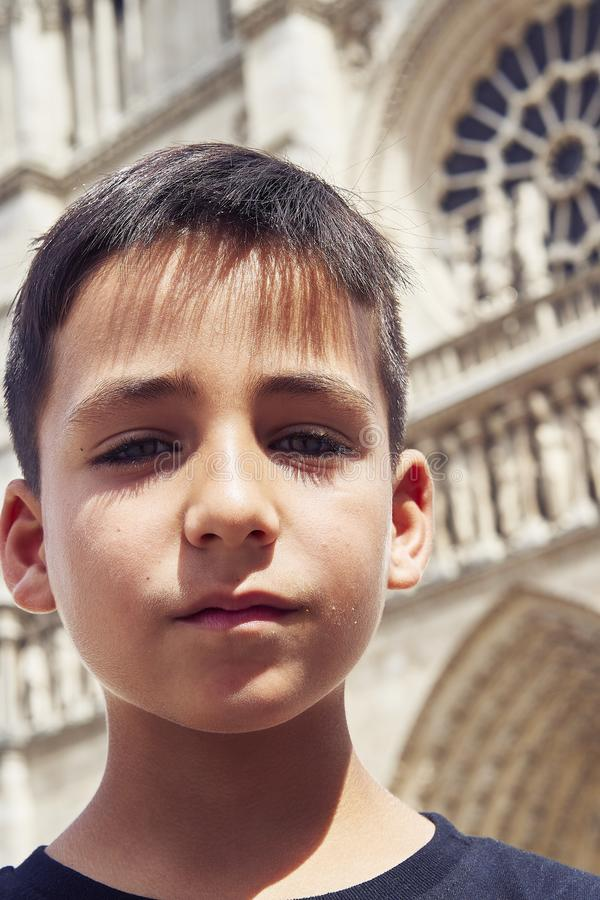 Junge mit schönen grünen Augen stockfotografie