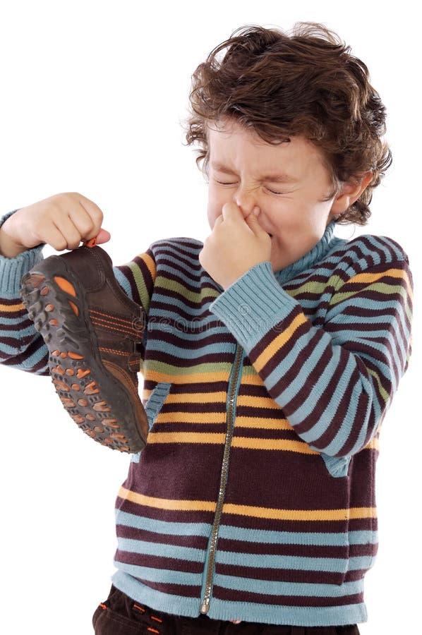 Junge mit stinky lizenzfreies stockbild