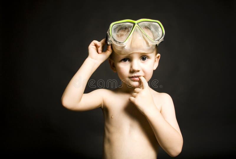 Junge mit Tauchensschutzbrillen stockfoto