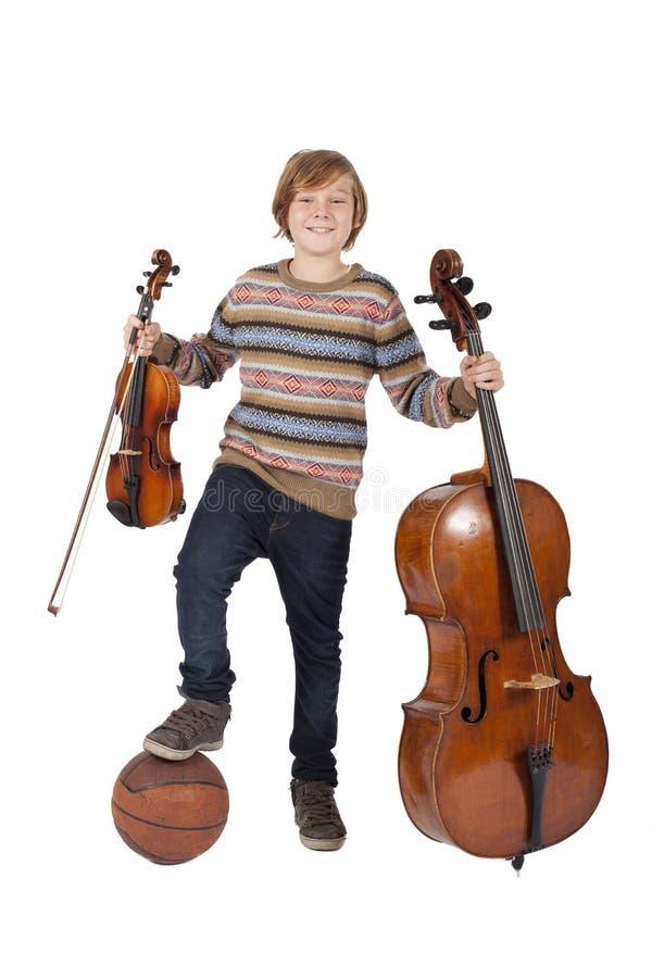 Junge mit Violine, Cello und Basketball stockbild