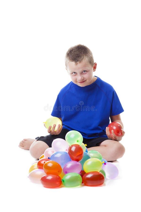 Junge Mit Wasserballonen Stockfoto
