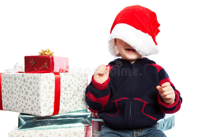 Junge mit Weihnachtsgeschenk stockfoto