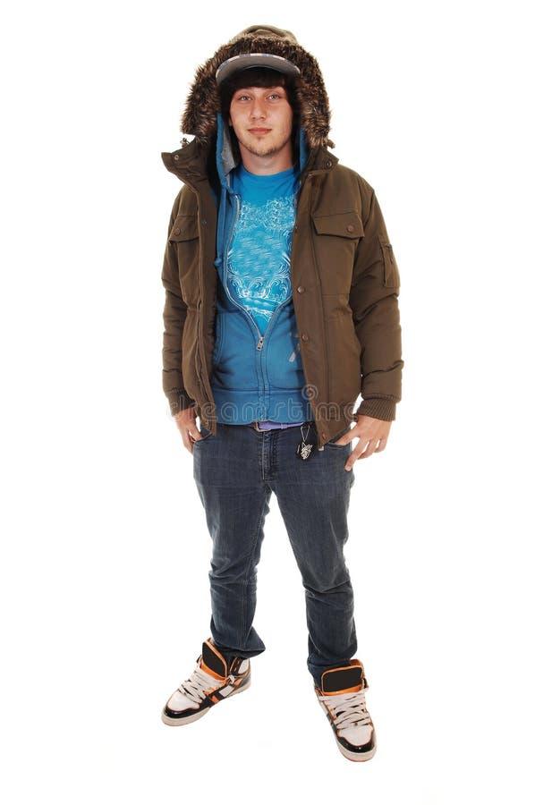 Junge mit Winterjacke. stockfotos