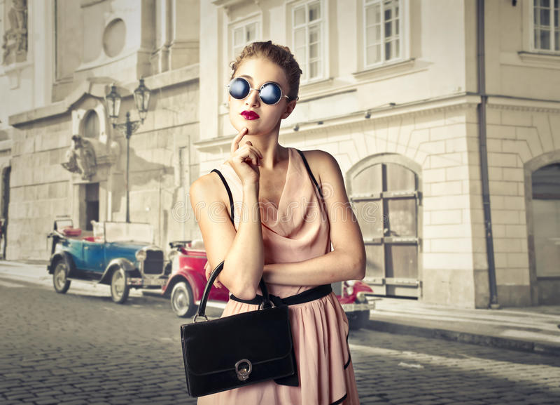 Junge Modefrau lizenzfreie stockfotos
