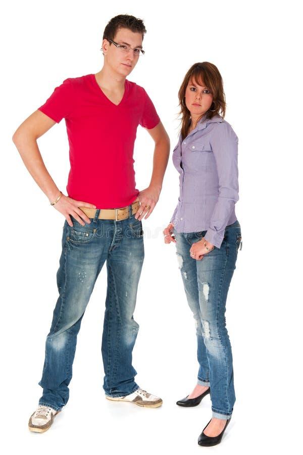 Junge modische Paare lizenzfreie stockfotografie