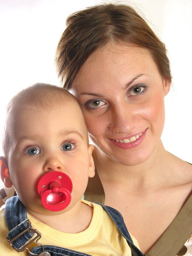Junge Mutter mit Schätzchen stockfoto