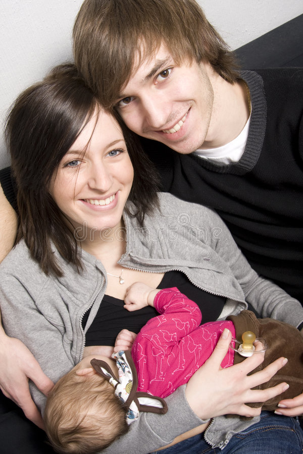 Junge Muttergesellschaft stockfotografie
