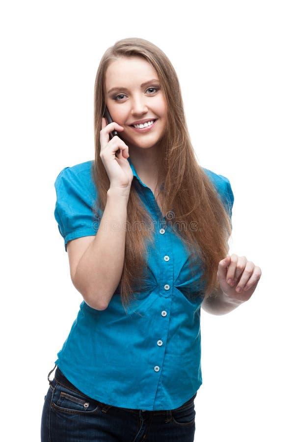 Geschäftsfrau, die am Handy spricht lizenzfreie stockfotografie