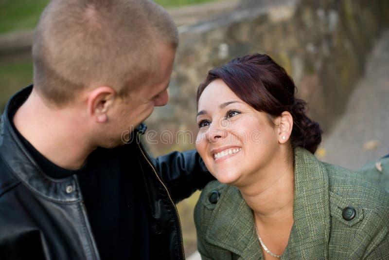 Junge Paar-Datierung stockfotos