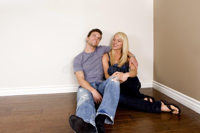 Junge Paare stockfotos