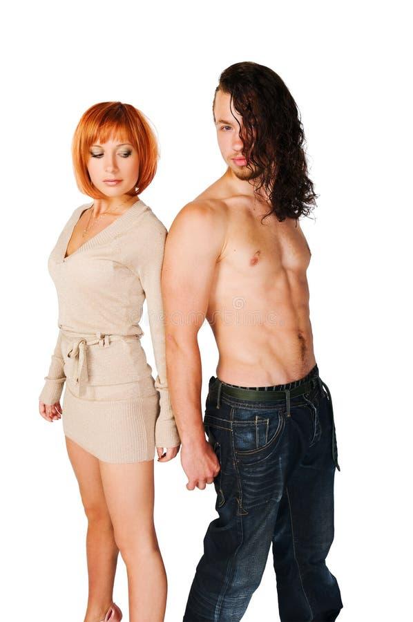 Junge Paare auf normalem Hintergrund lizenzfreie stockbilder