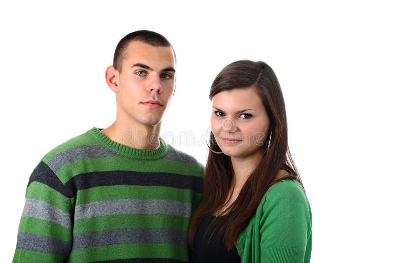Junge Paare in der grünen Kleidung getrennt auf Weiß stockbild