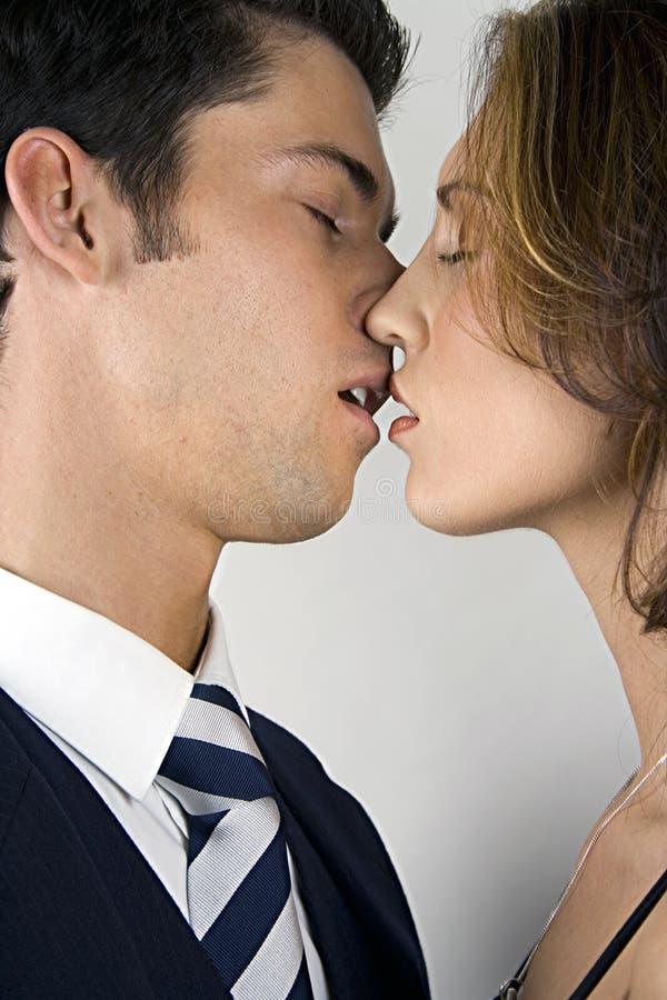 Junge Paare in der Liebe