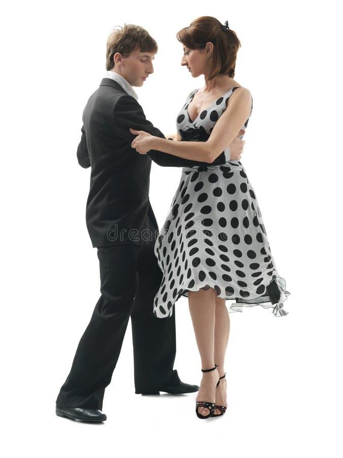 Junge Paare, die den Tango, weißen Hintergrund tanzen stockbilder