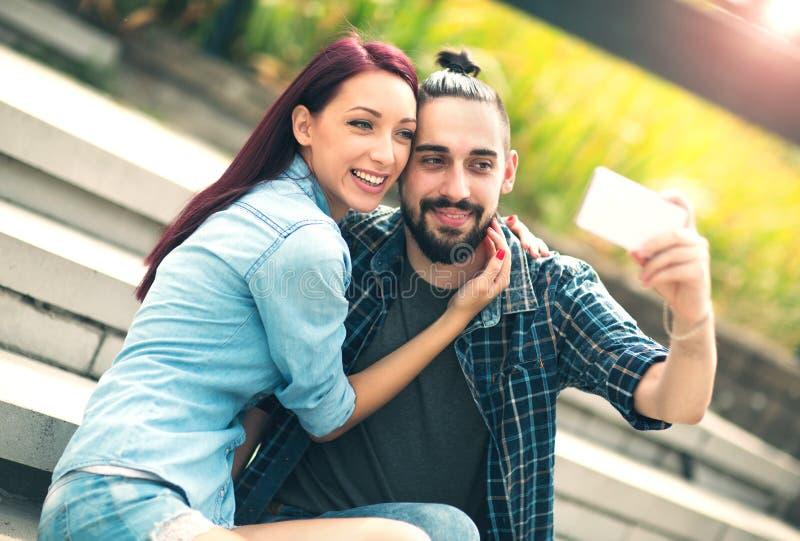 Download Junge Paare, Die Selfie Nehmen Stockbild - Bild von lebensstil, städtisch: 90225901