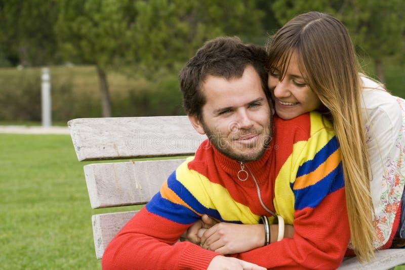 Junge Paare im Freien stockbilder