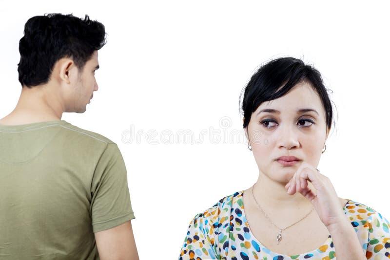 Junge Paare nach Streit lizenzfreies stockbild