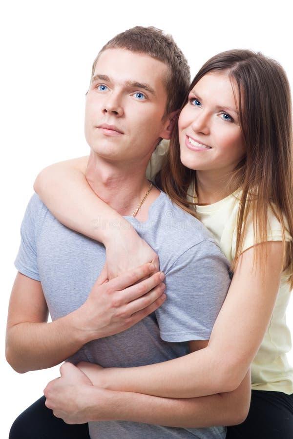 Junge Paare sitzen zusammen stockfoto