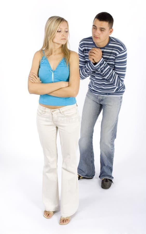 Junge Paare - verziehen stockbilder