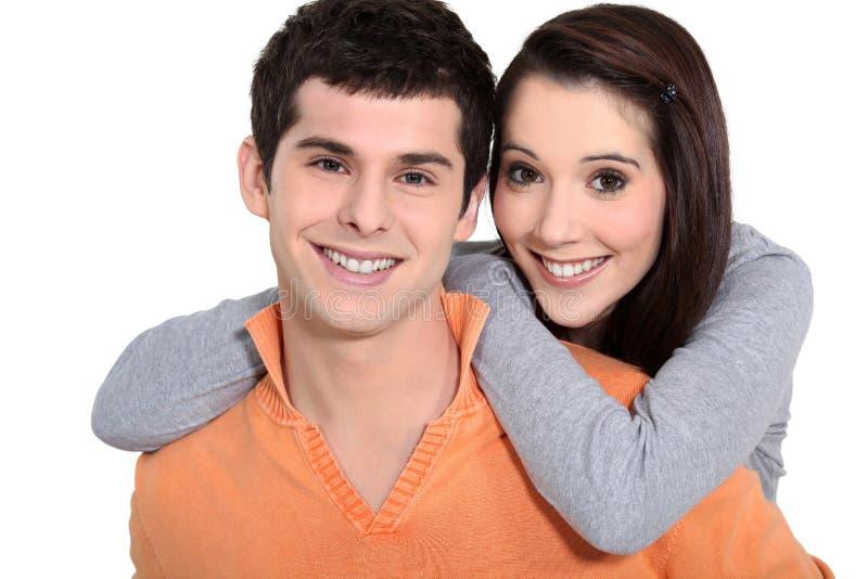 Junge Paarumfassung lizenzfreie stockfotos