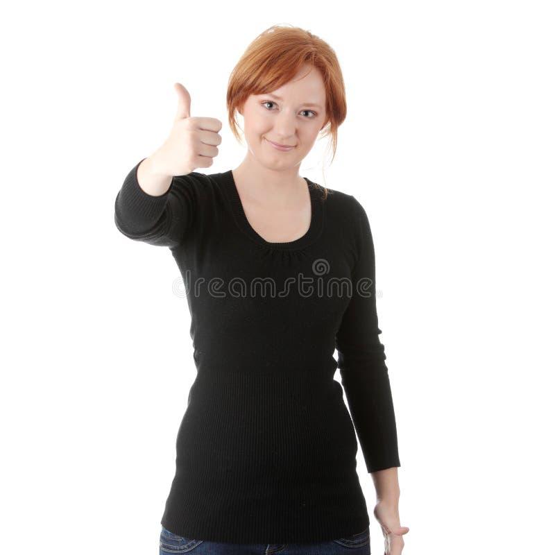 Junge Redheadfrau mit den Daumen oben stockfotos