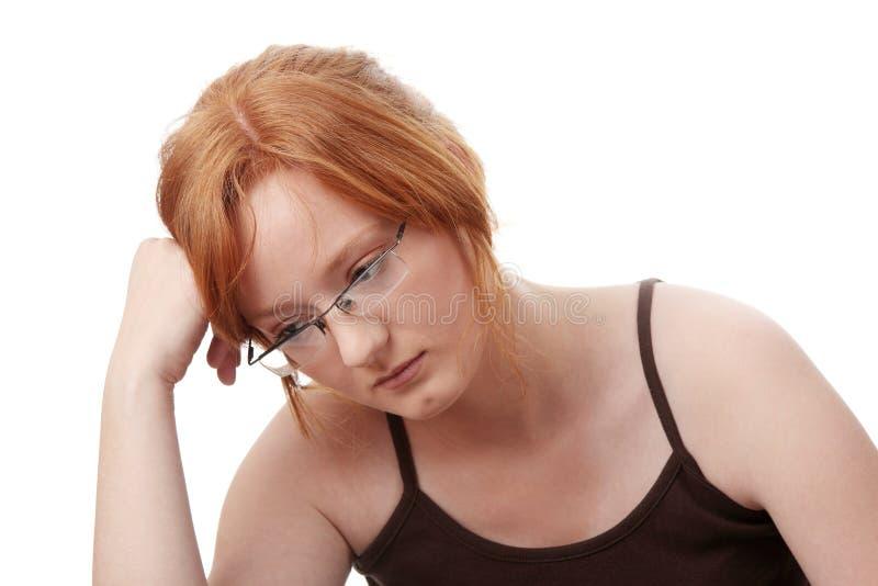 Junge Redheadfrau mit Tiefstand stockbilder