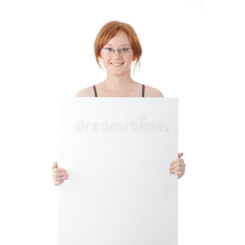Junge Redheadfrau mit unbelegtem Vorstand stockbilder