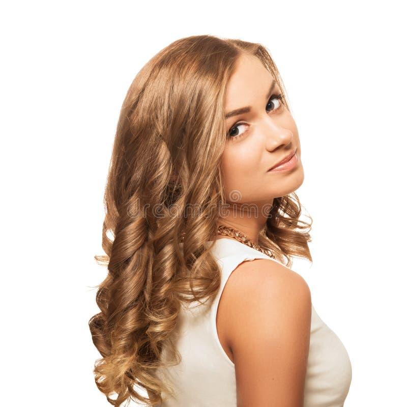 Junge reizende Blondine des Porträts mit den braunen Augen lokalisiert auf w stockbilder