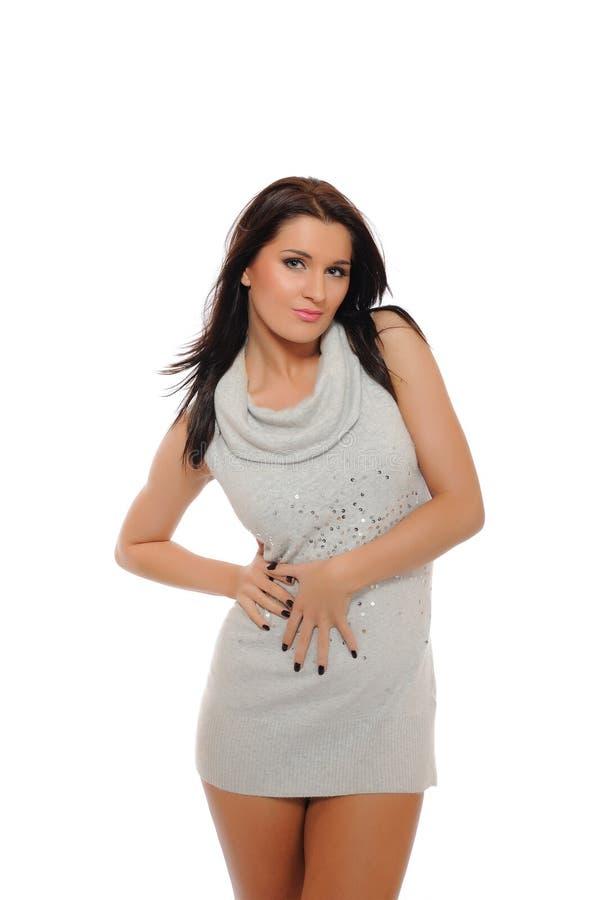 Junge reizvolle Frau mit dünner Karosserie im Kleid lizenzfreies stockfoto