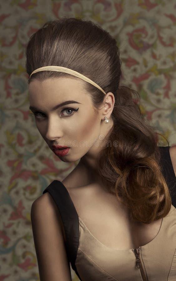 Junge Retro Frau lizenzfreie stockfotografie