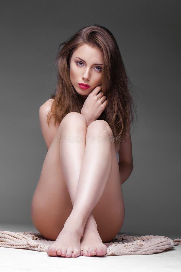 Junge schöne blanke Frau stockbild