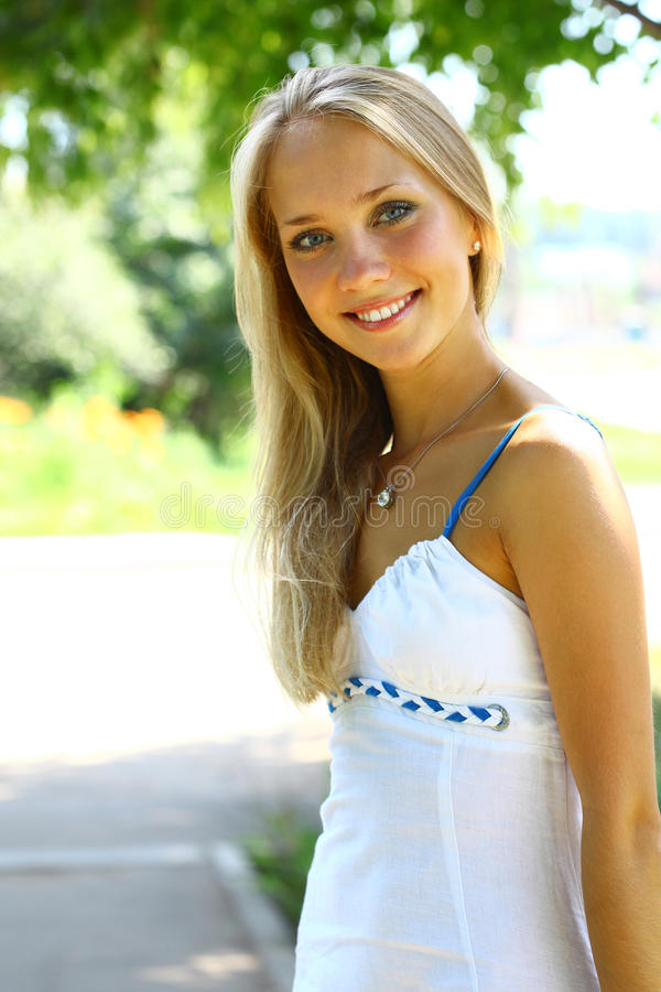 schöne blonde Frauen Bilder